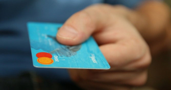 Плащане с дебитна/кредитна карта